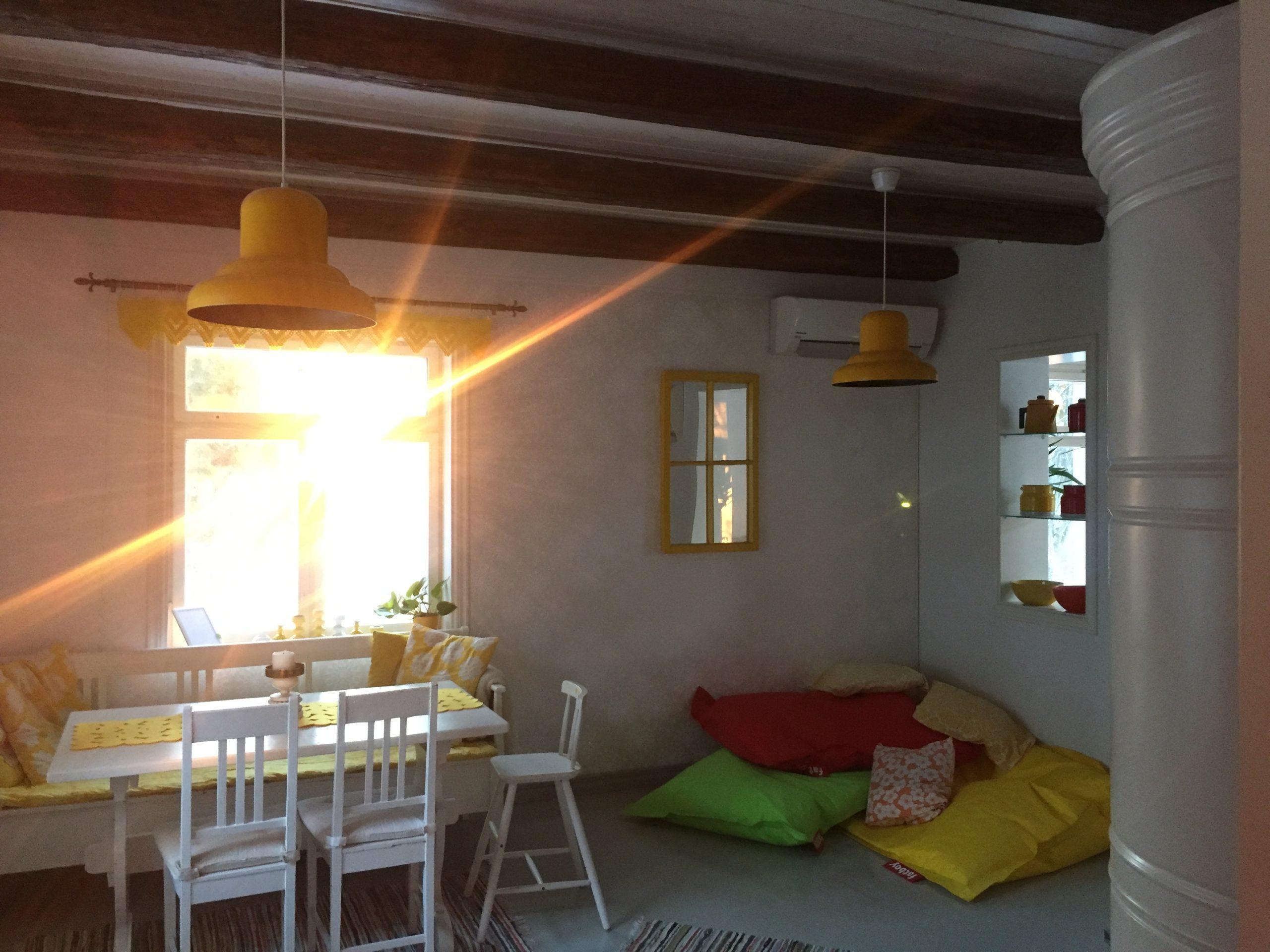 Elluyellow aurinkoinen keittiö