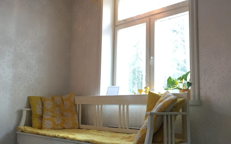 Elluyellow keltainen puusohva