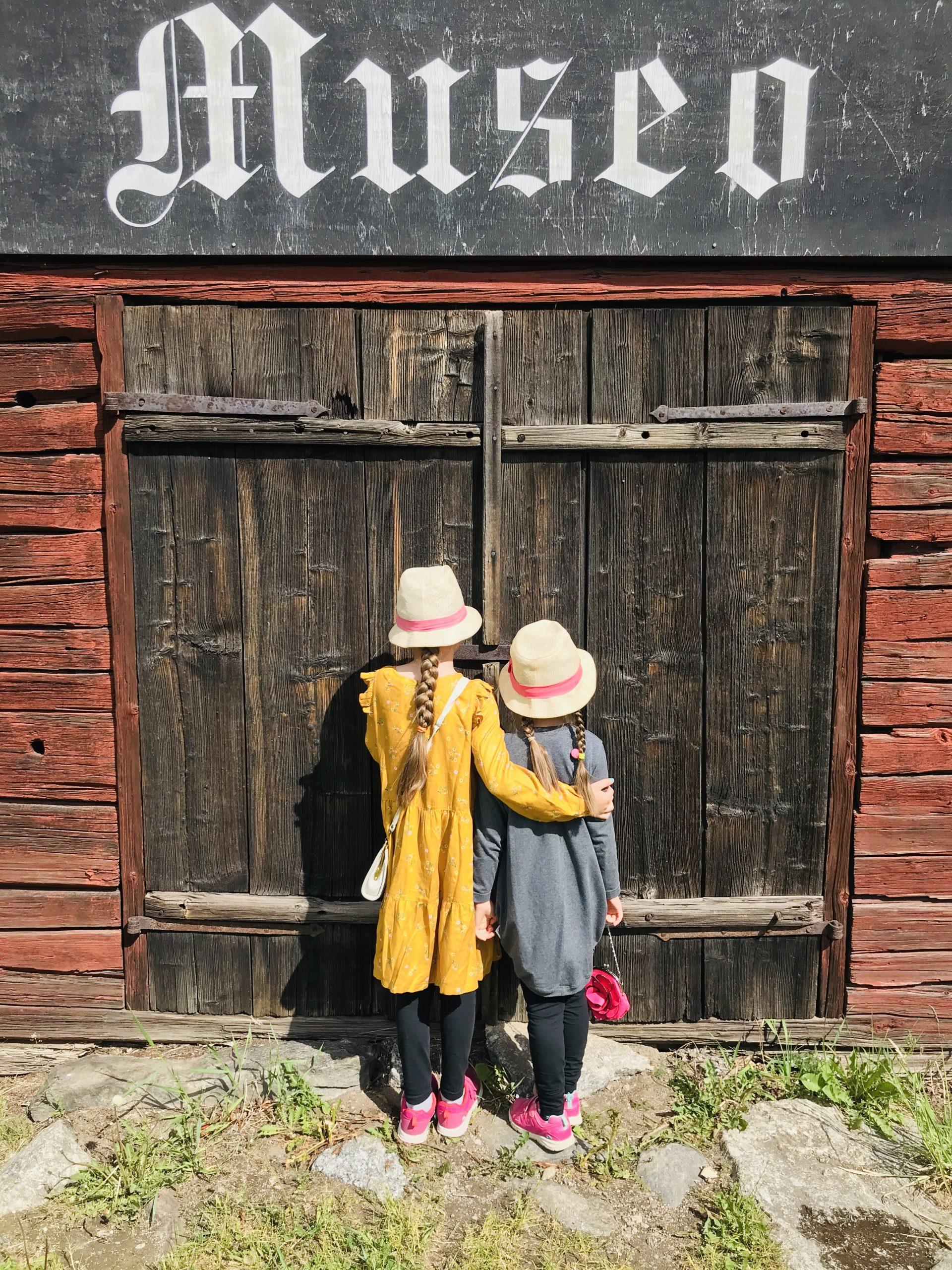 Elluyellow tytöt Hinttalan museolla