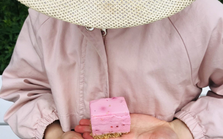 Elluyellow tytär ja vadelma juustokakku