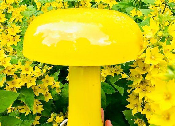 Elluyellow kirppislöytö keltainen retro Tatti -lamppu