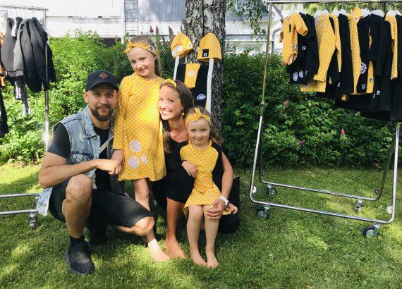 YellowQuu -lastenvaatemalliston julkaisujuhla Elluyellow puutarhassa, Elluyellow perhe