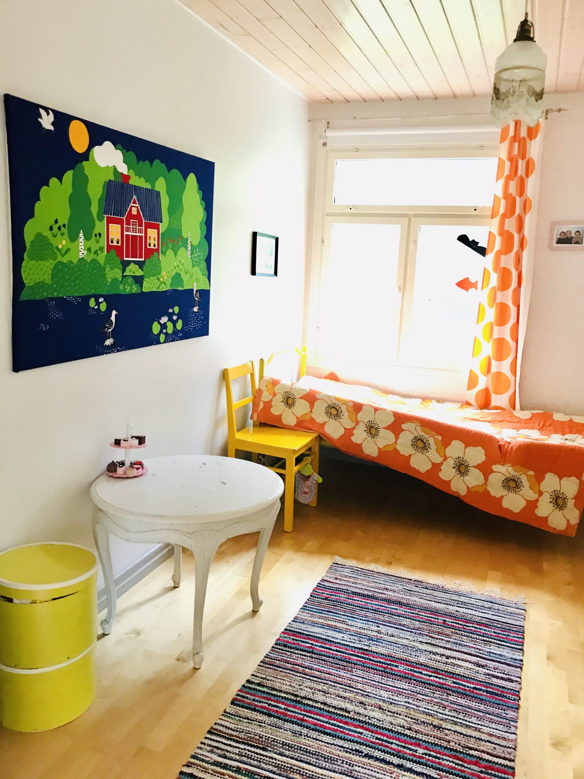 Elluyellow värikäs vintage lastenhuone