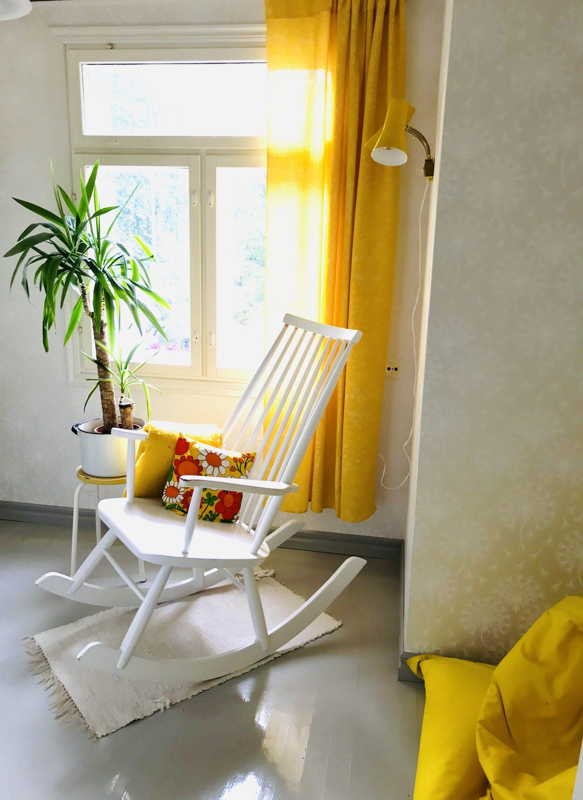 Elluyellow keltainen työhuone
